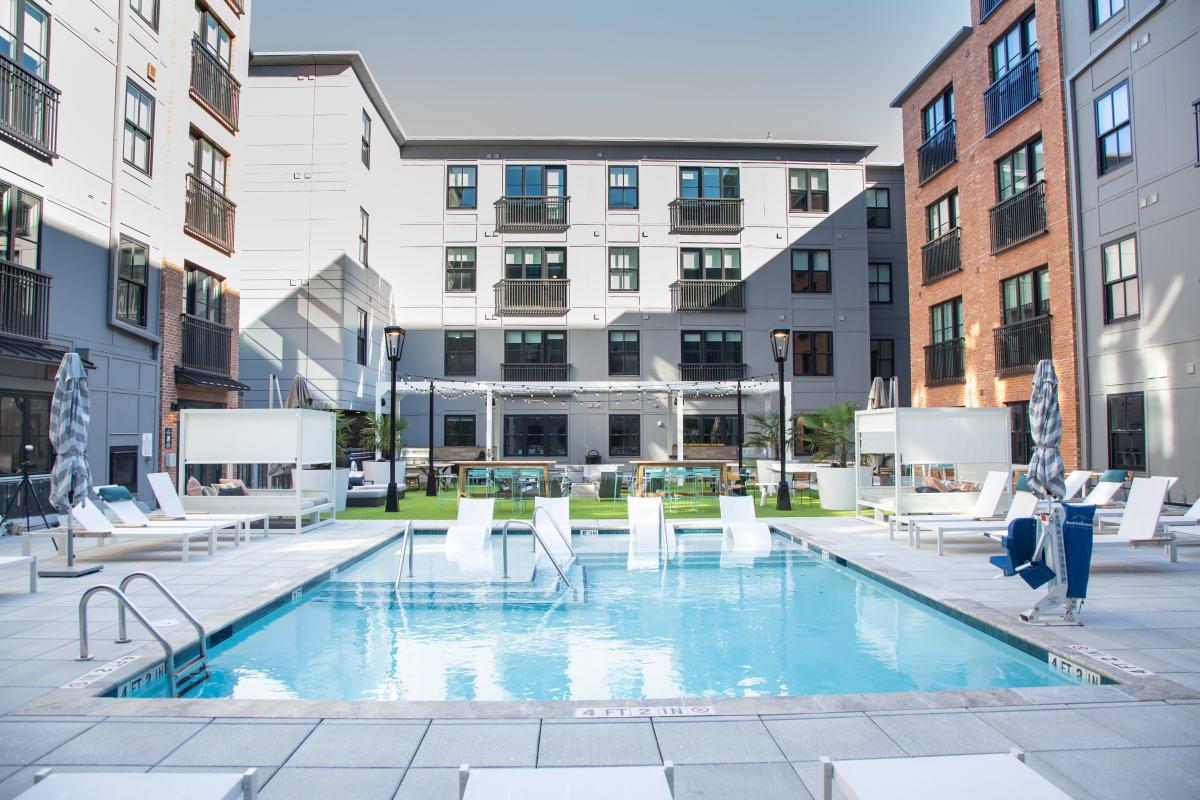 Resort-style swimming pool at 511 Meeting in Charleston, South Carolina