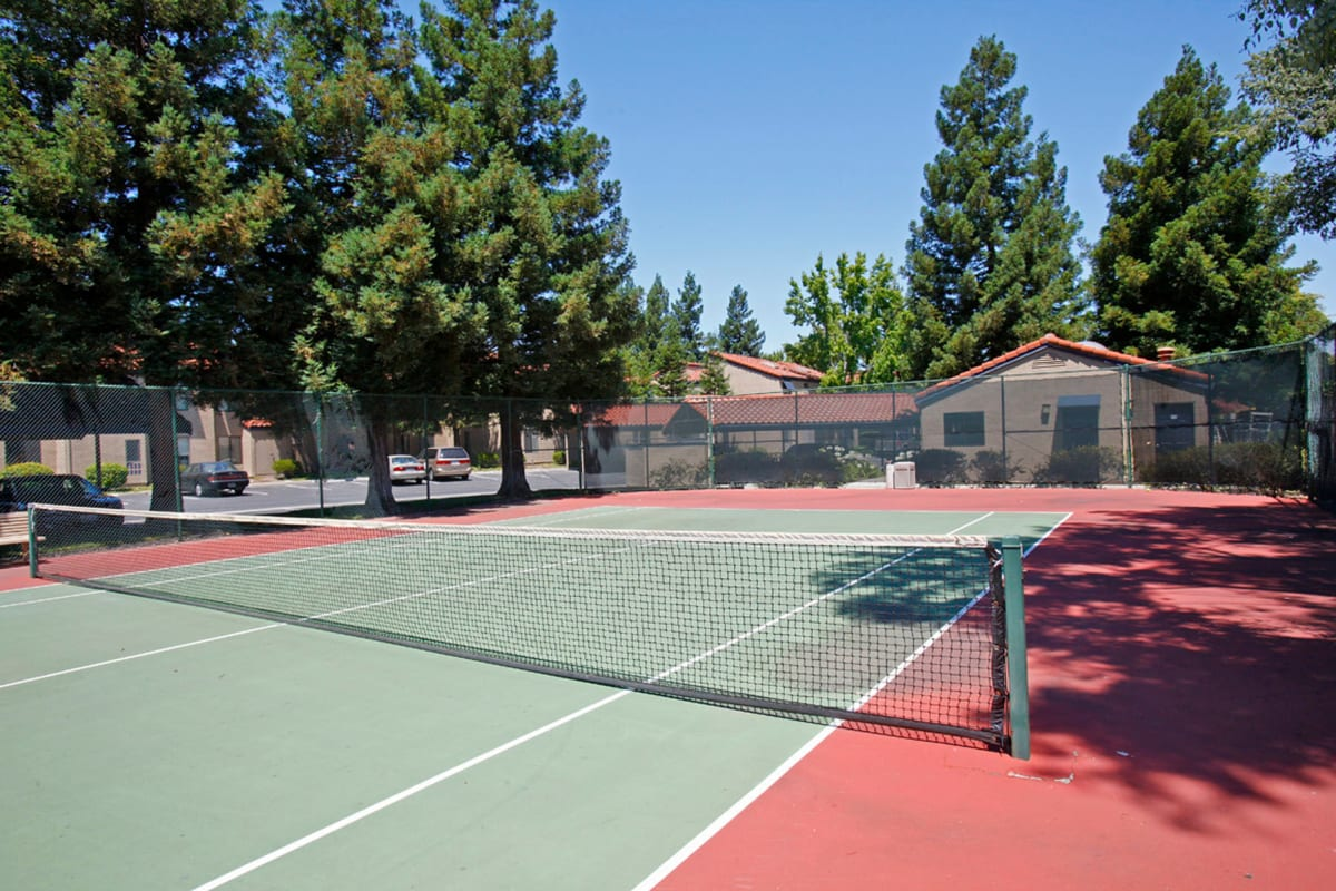 Onsite tennis courts at Valley Plaza Villages in Pleasanton, California