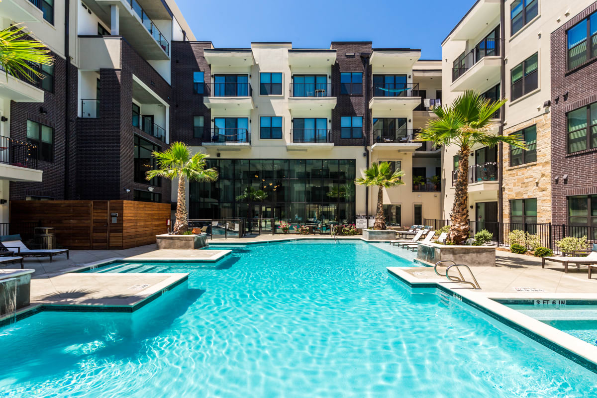 Resort-style swimming pool at Marq 31 in Houston, Texas