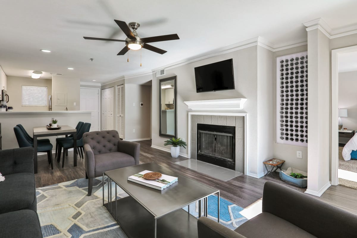 Large living room with mounted tv above the fire place at 45Eighty Dunwoody Apartment Homes in Dunwoody, Georgia