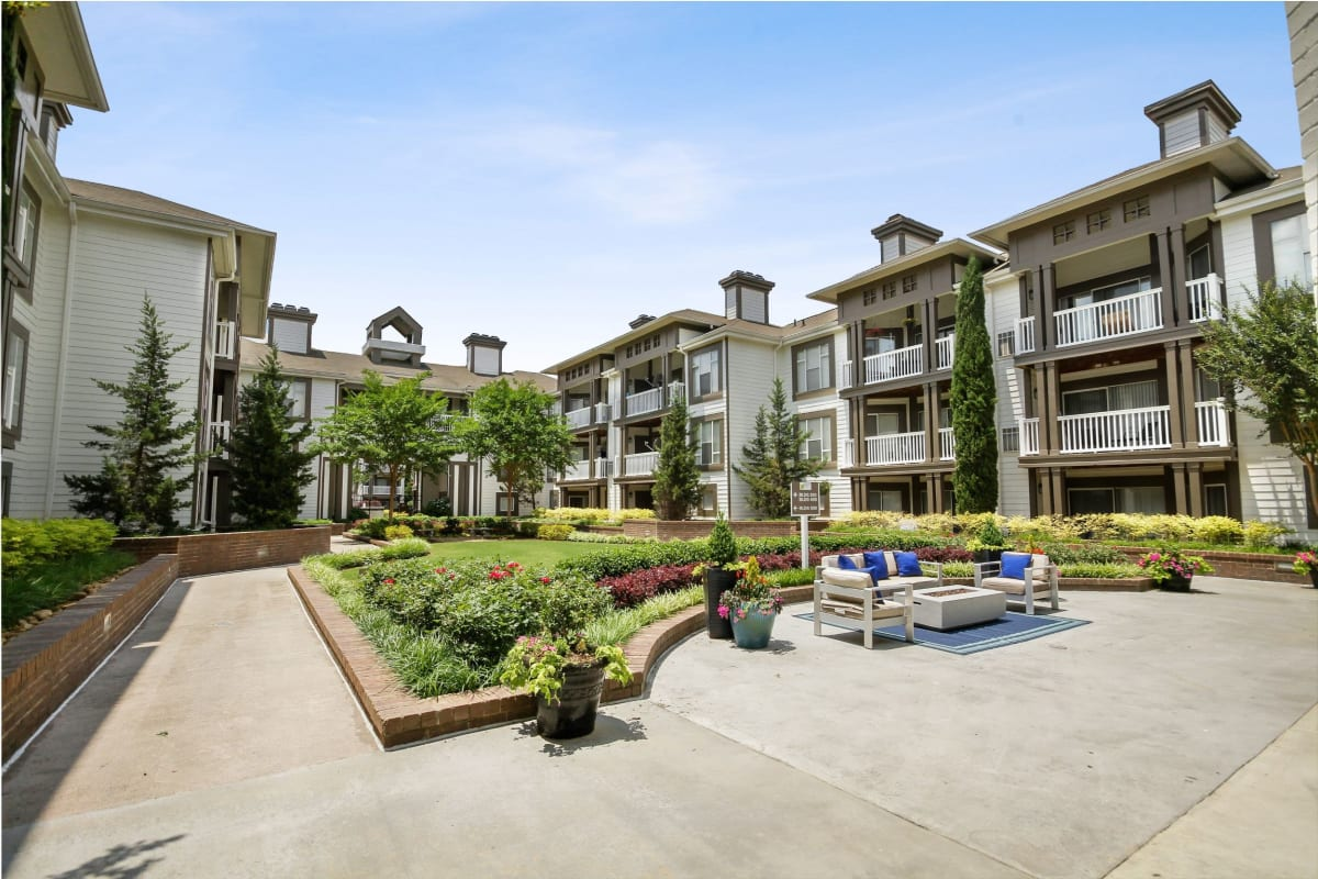 Exterior photo of the gorgeous landscape surrounding 45Eighty Dunwoody Apartment Homes in Dunwoody, Georgia