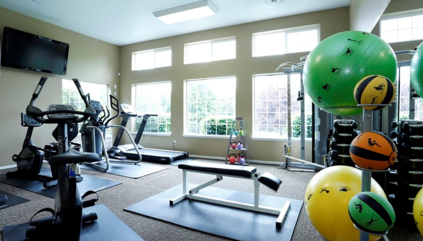 Well-equipped fitness center at Discovery Landing Apartment Homes