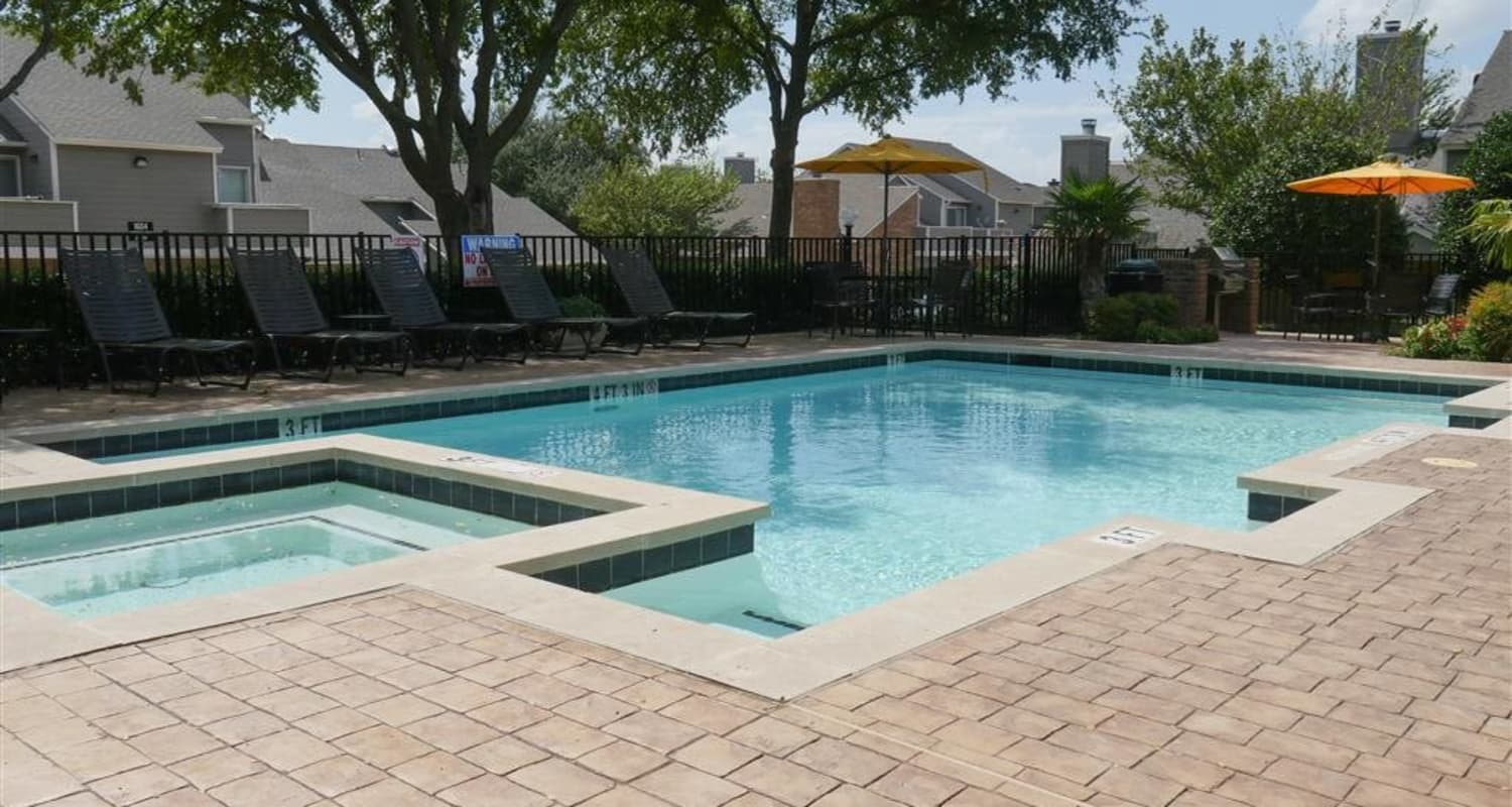 The Park at Ashford offers a sparkling pool in Arlington, Texas