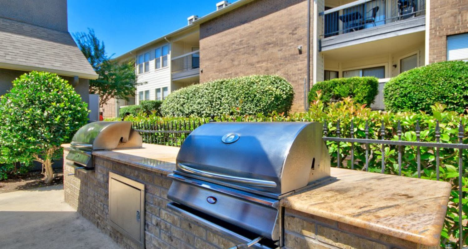 BBQ area at Ridgeview Place in Irving, Texas