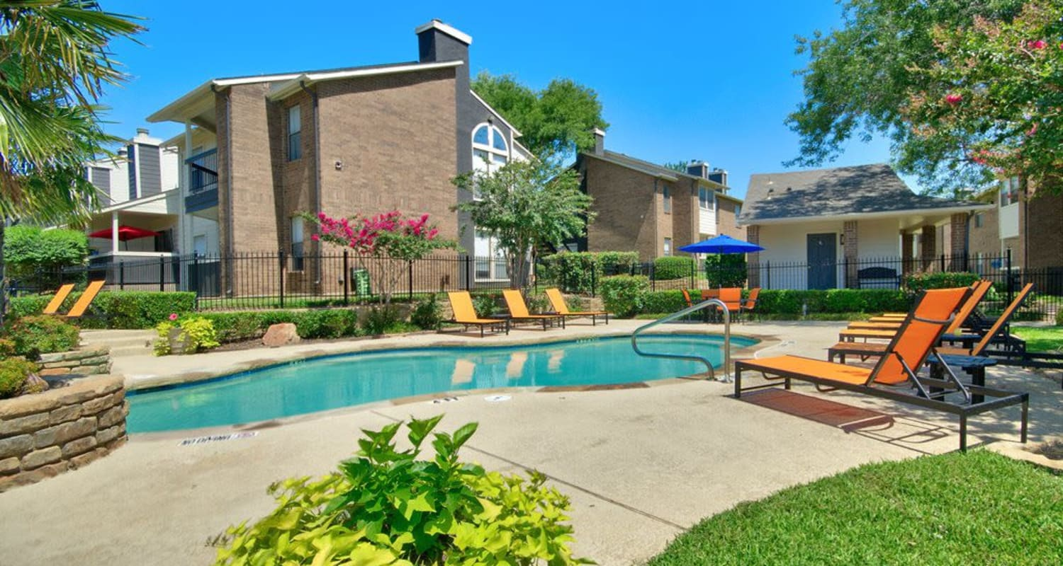 Sparkling pool at Ridgeview Place in Irving, Texas