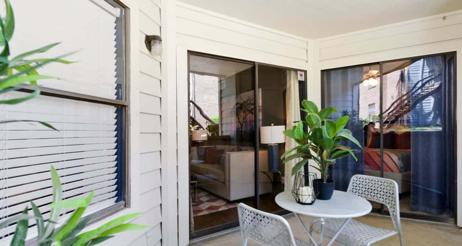 Enjoy a modern apartment at Ridgeview Place in Irving, Texas