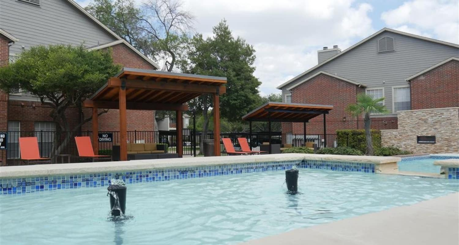Veridian Place offers a sparkling swimming pool in Dallas, Texas