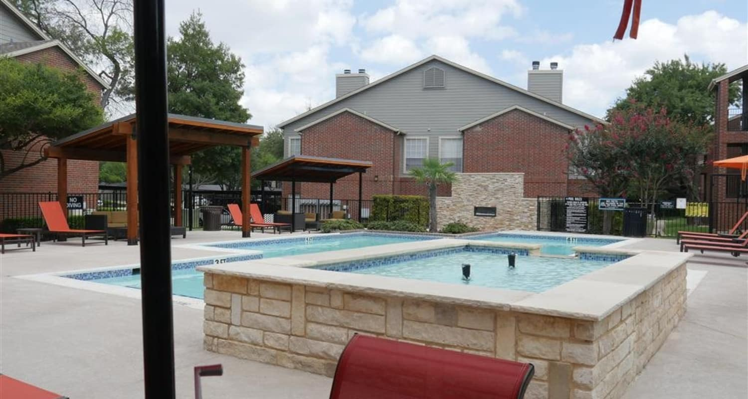 Resort-style swimming pool at Veridian Place in Dallas, Texas
