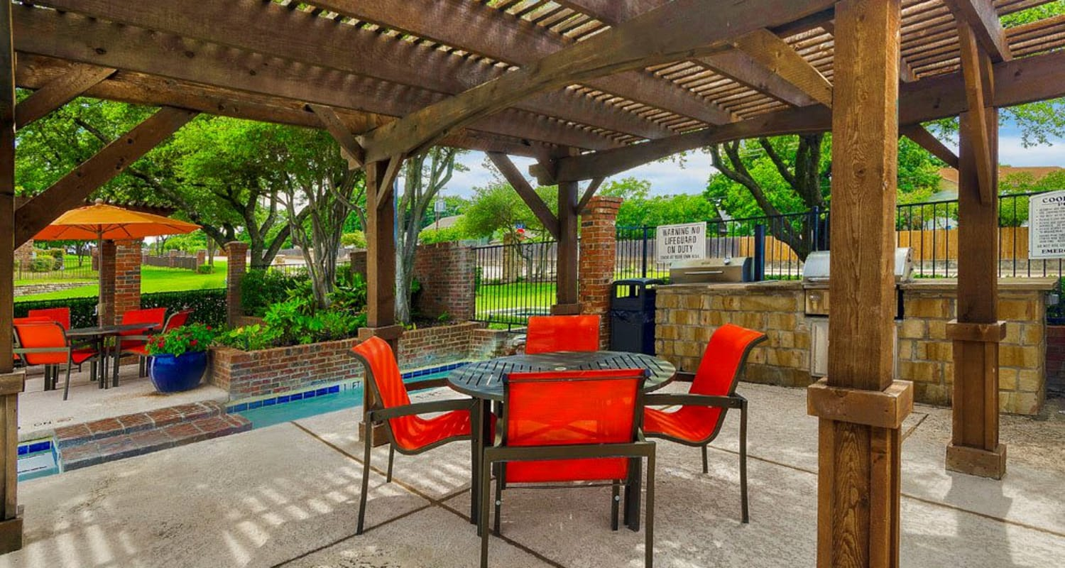 Outdoor sitting area at Village Green of Bear Creek in Euless, Texas