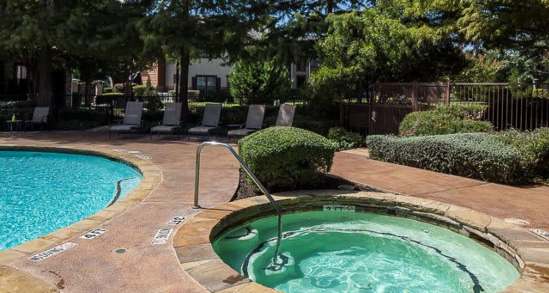 Circular poolside hot tub at Ranch ThreeOFive in Arlington, Texas