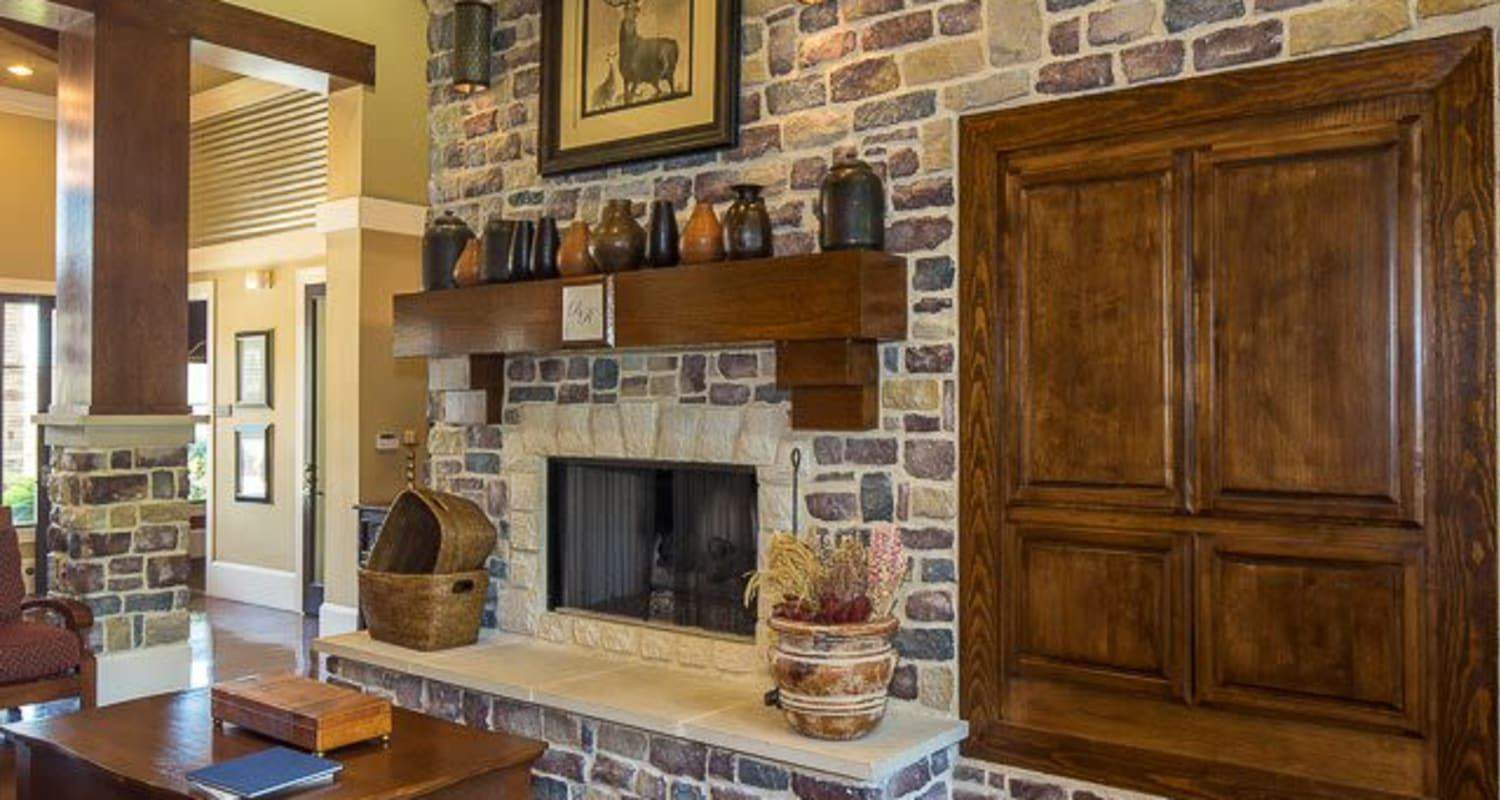 Rustic clubhouse with a lounge and plenty of comfortable seating at Ranch ThreeOFive in Arlington, Texas