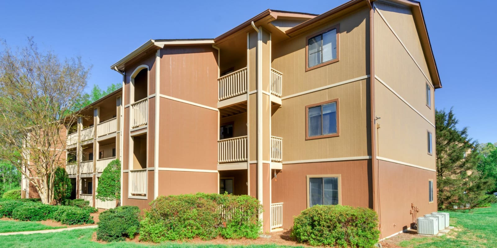 Beautifully manicured landscape at Woodbrook Apartment Homes in Monroe, North Carolina