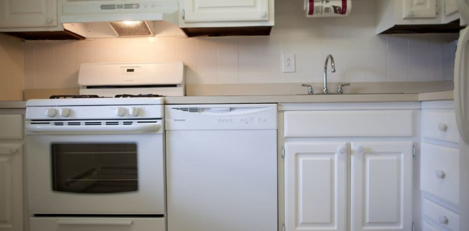 Kitchen with off white colors at Wynbrook West Apartments in East Windsor, New Jersey
