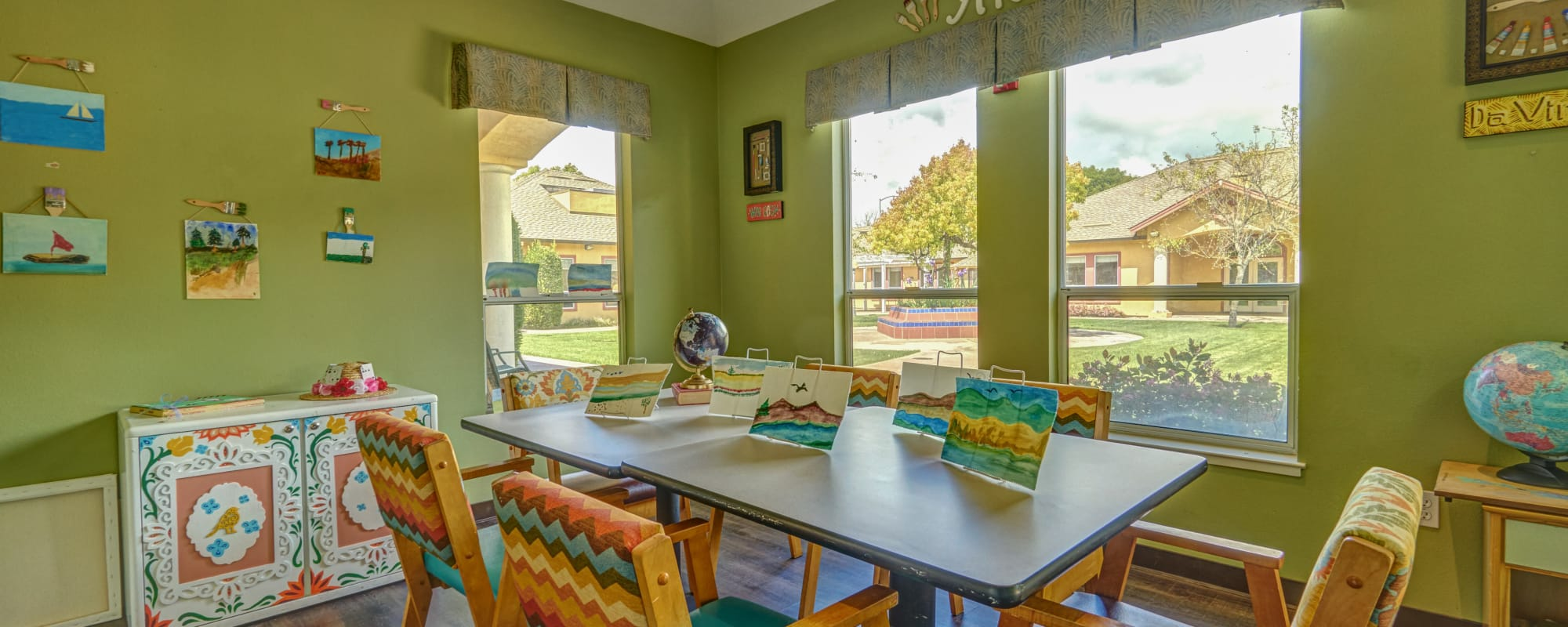 MuirWoods Memory Care offers a dining area in Petaluma, California