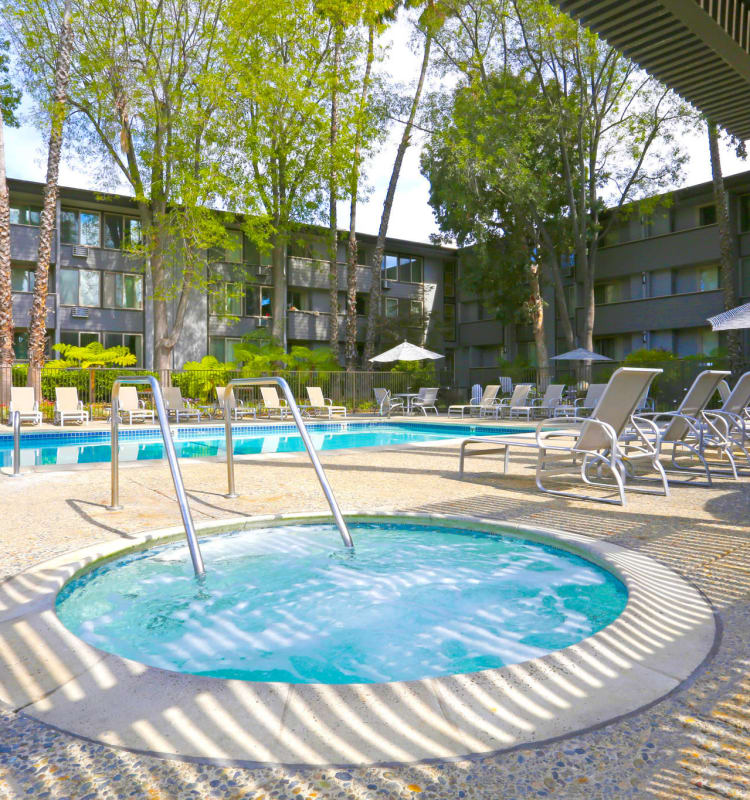 Take a dip in the hot tub at Palo Alto Plaza in Mountain View, California