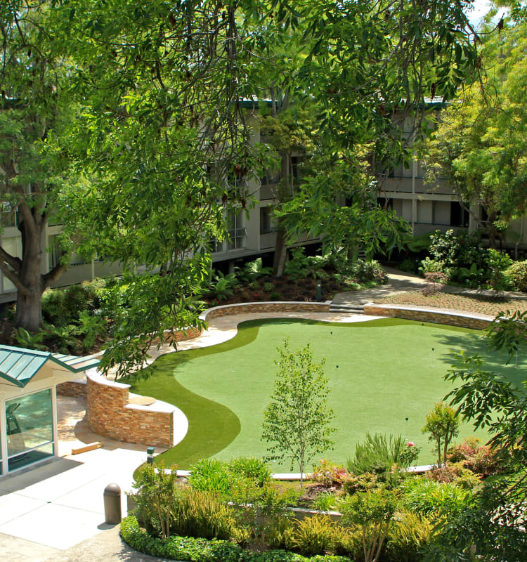 Onsite putting green at Palo Alto Plaza in Mountain View, California
