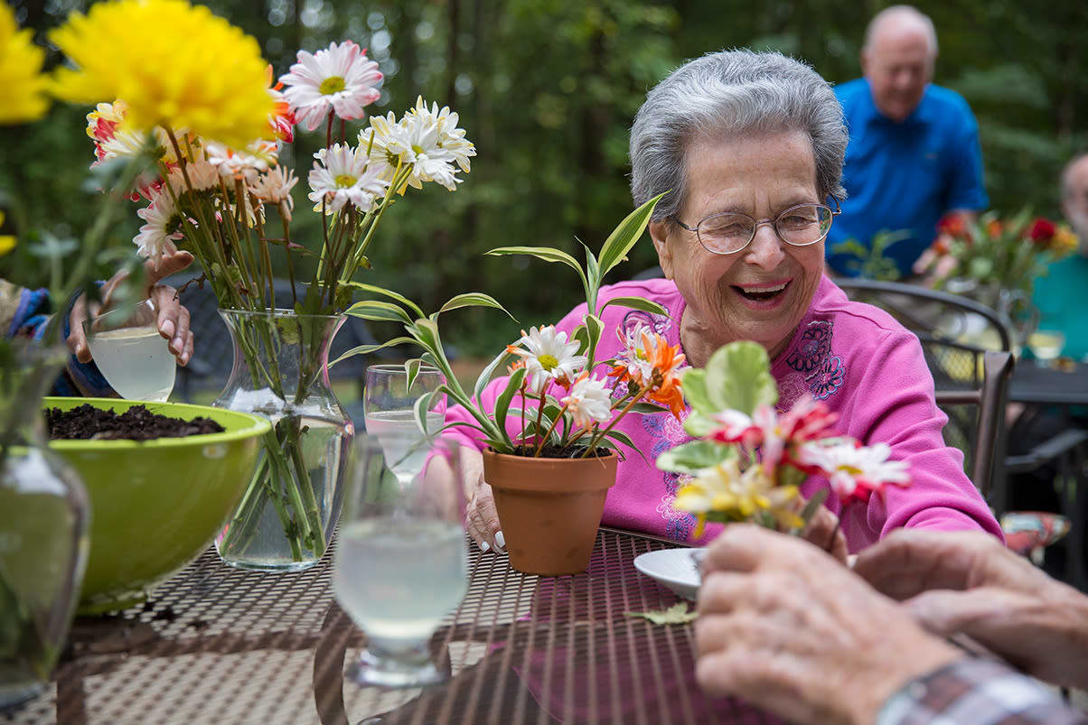 View our community offerings for senior living at Heritage Greens