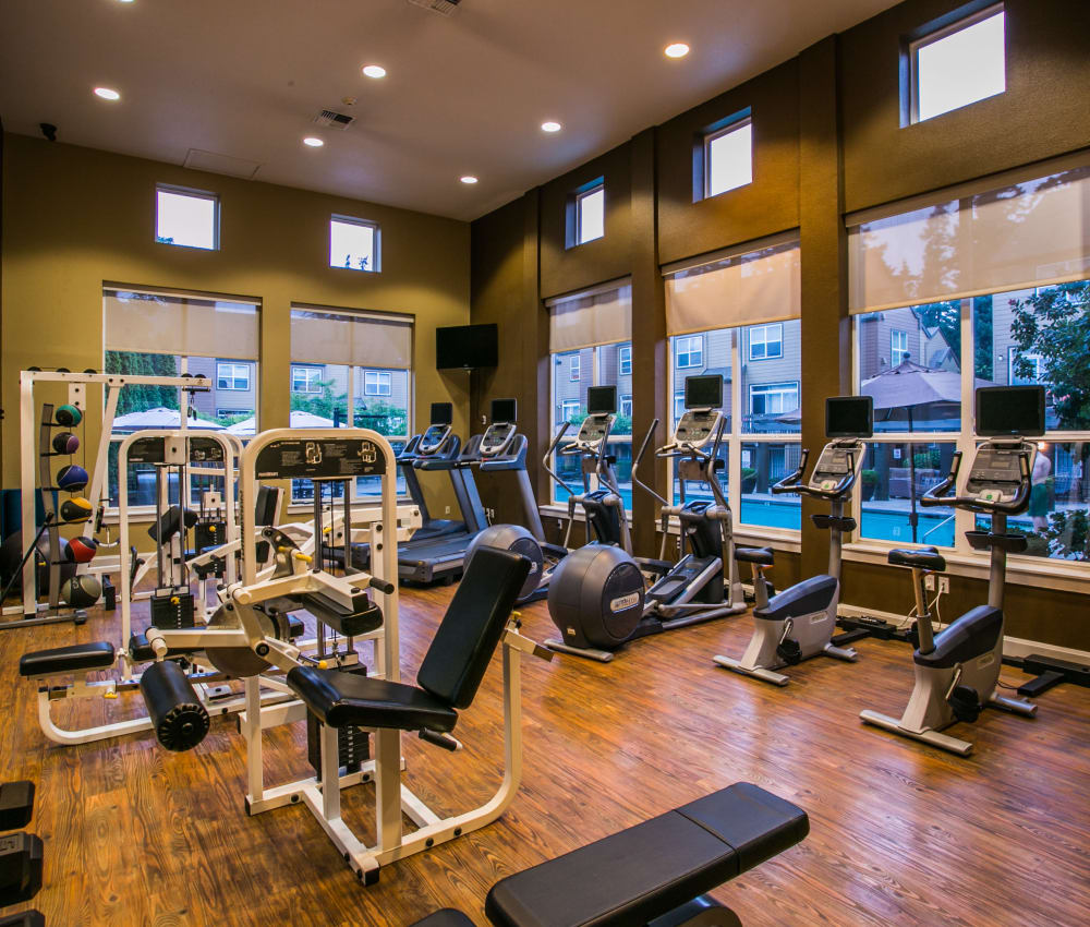 The Colonnade Luxury Townhome Rentals offers a fully equipped fitness center in Hillsboro, Oregon
