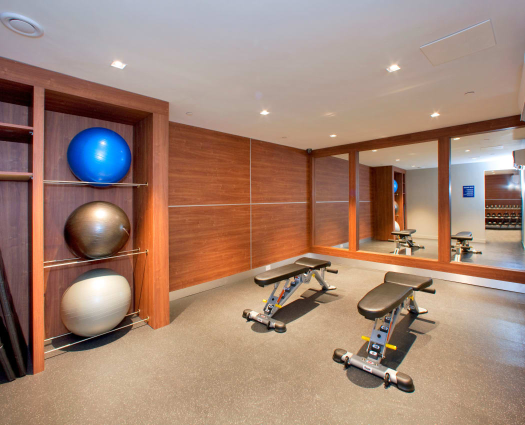 Richmond Hill Apartments offers a well-equipped fitness center in Richmond Hill, Ontario