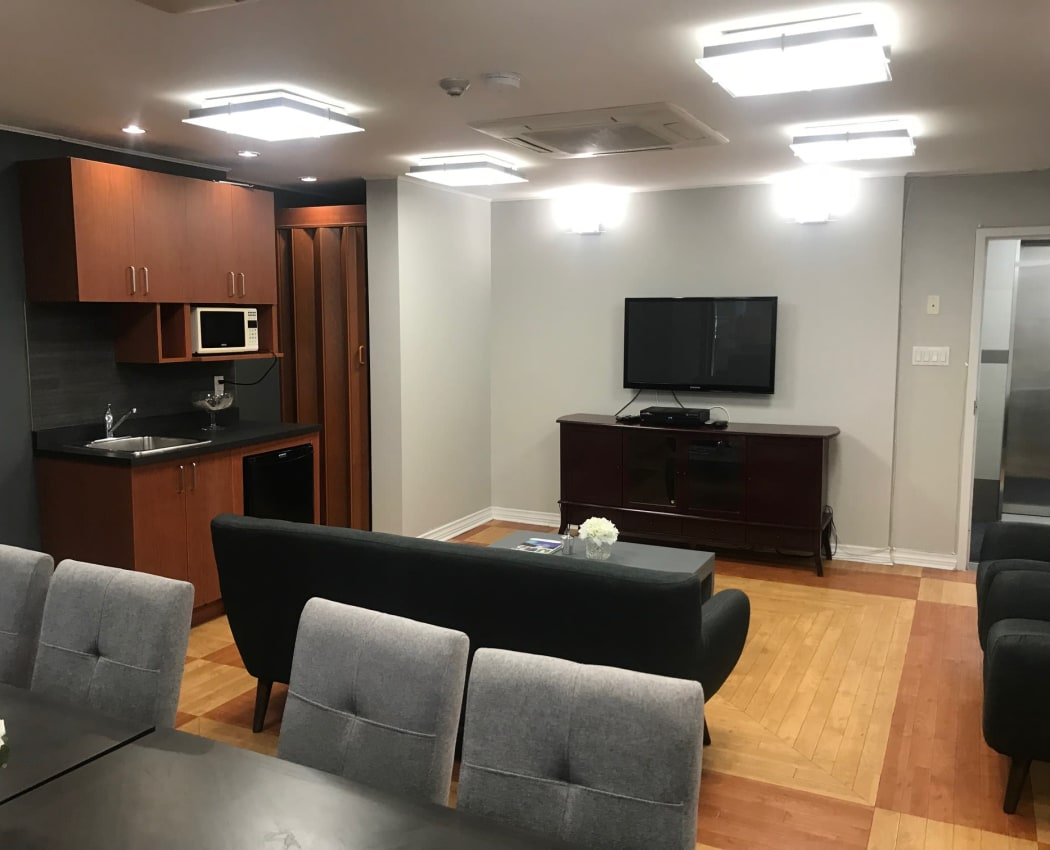 Resident Lounge / Business Center at Apartments in Richmond Hill, Ontario