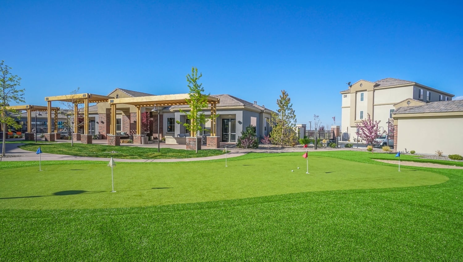 Onsite putting green at Olympus Northpoint in Albuquerque, New Mexico