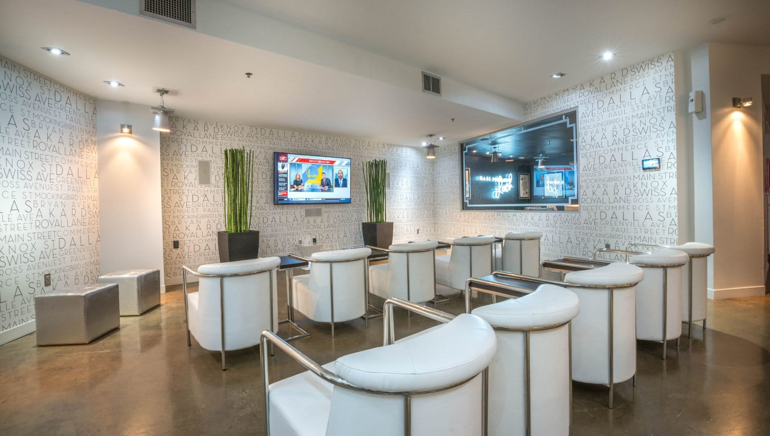 Clubhouse TV and seating at Mosaic Dallas in Dallas, Texas