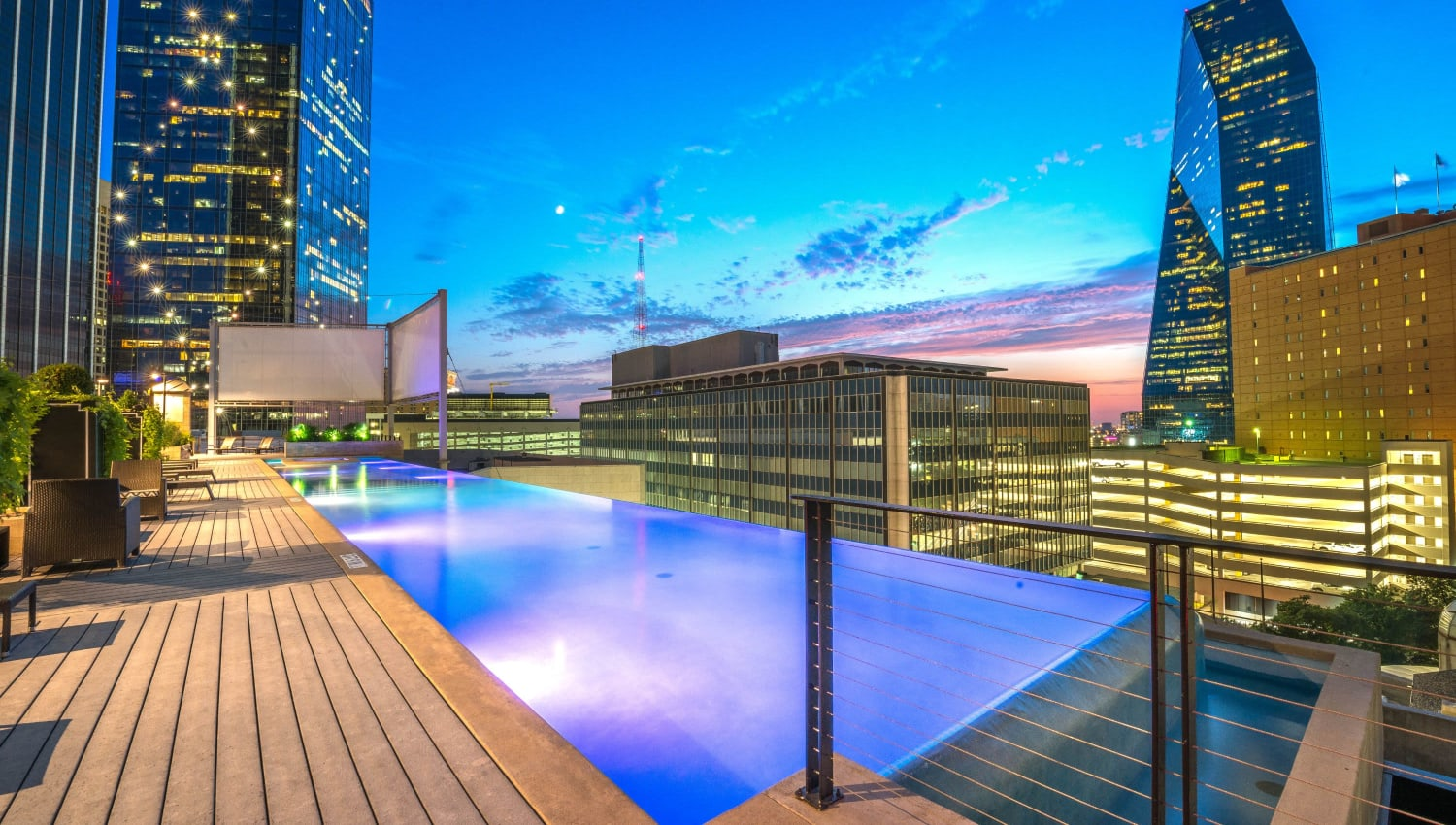 Rooftop infinity pool at Mosaic Dallas in Dallas, Texas