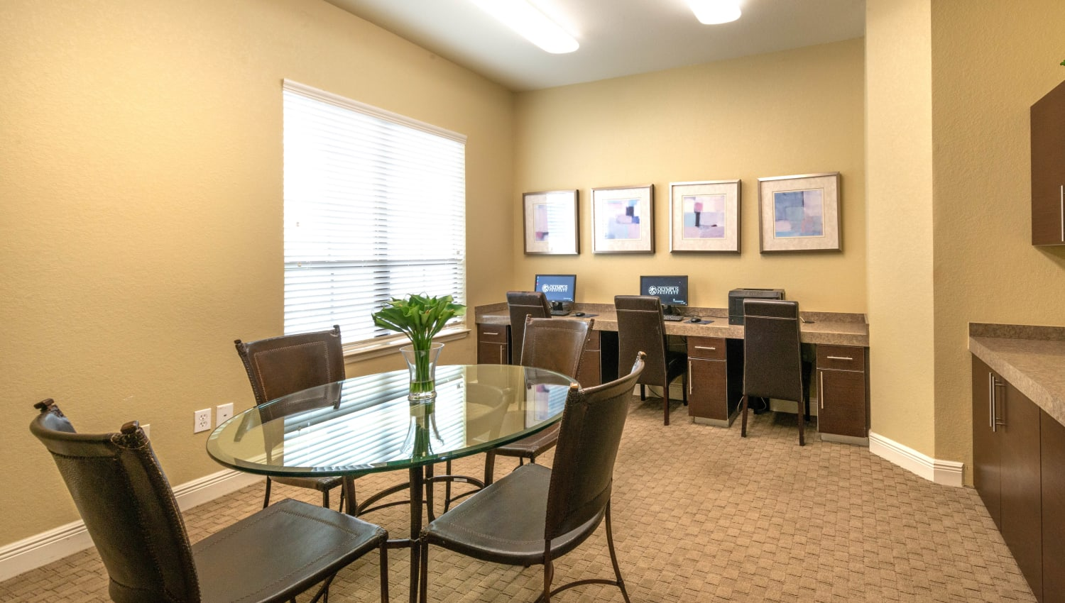 Business center with computers for resident use at Mirador & Stovall at River City in Jacksonville, Florida