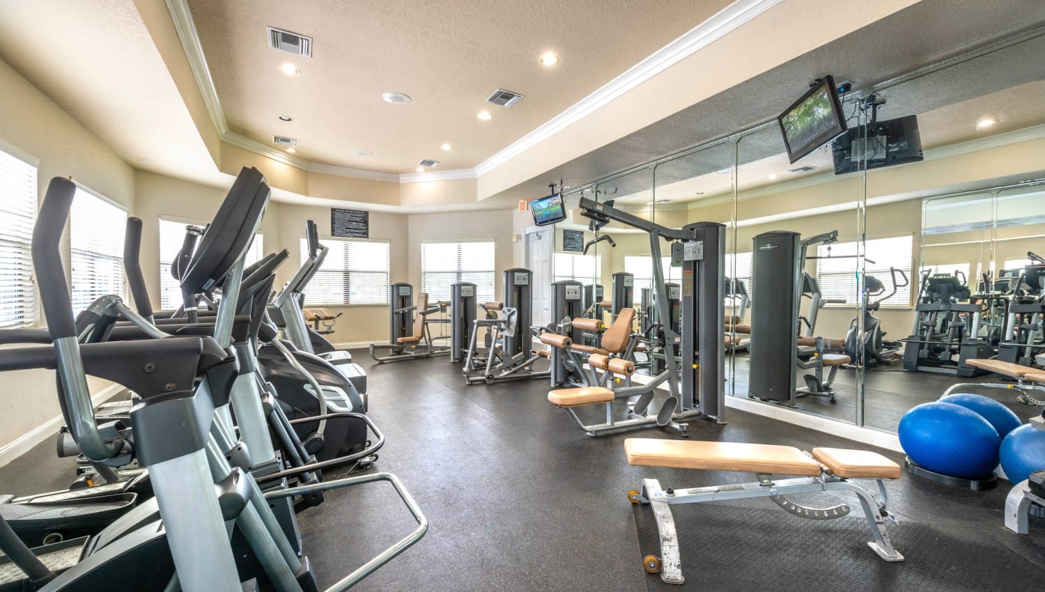 Very well-equipped fitness center at Mirador & Stovall at River City in Jacksonville, Florida
