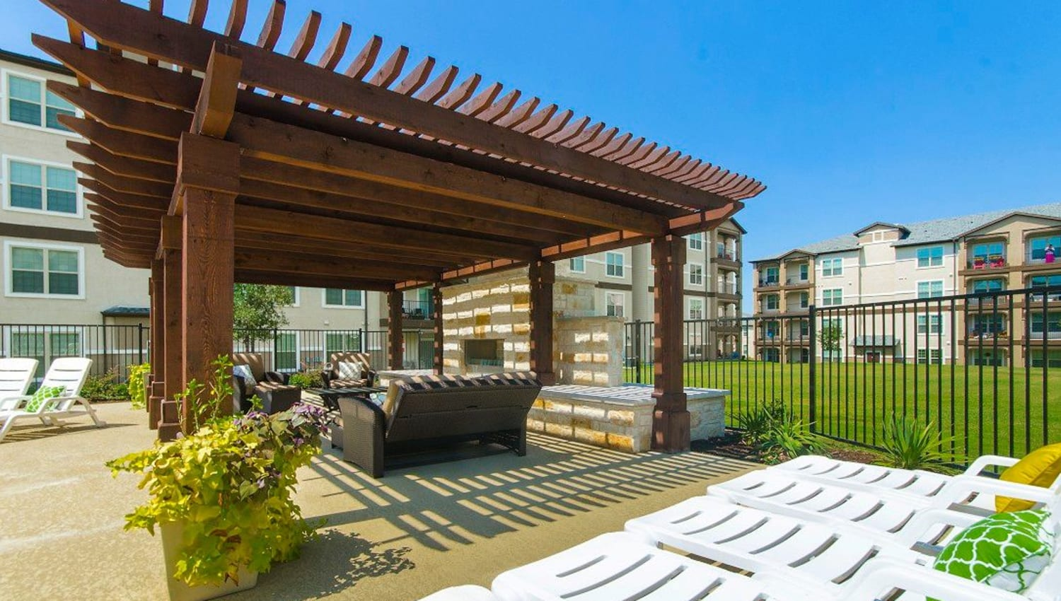 Pergola over an outdoor lounge area at Olympus Woodbridge in Sachse, Texas