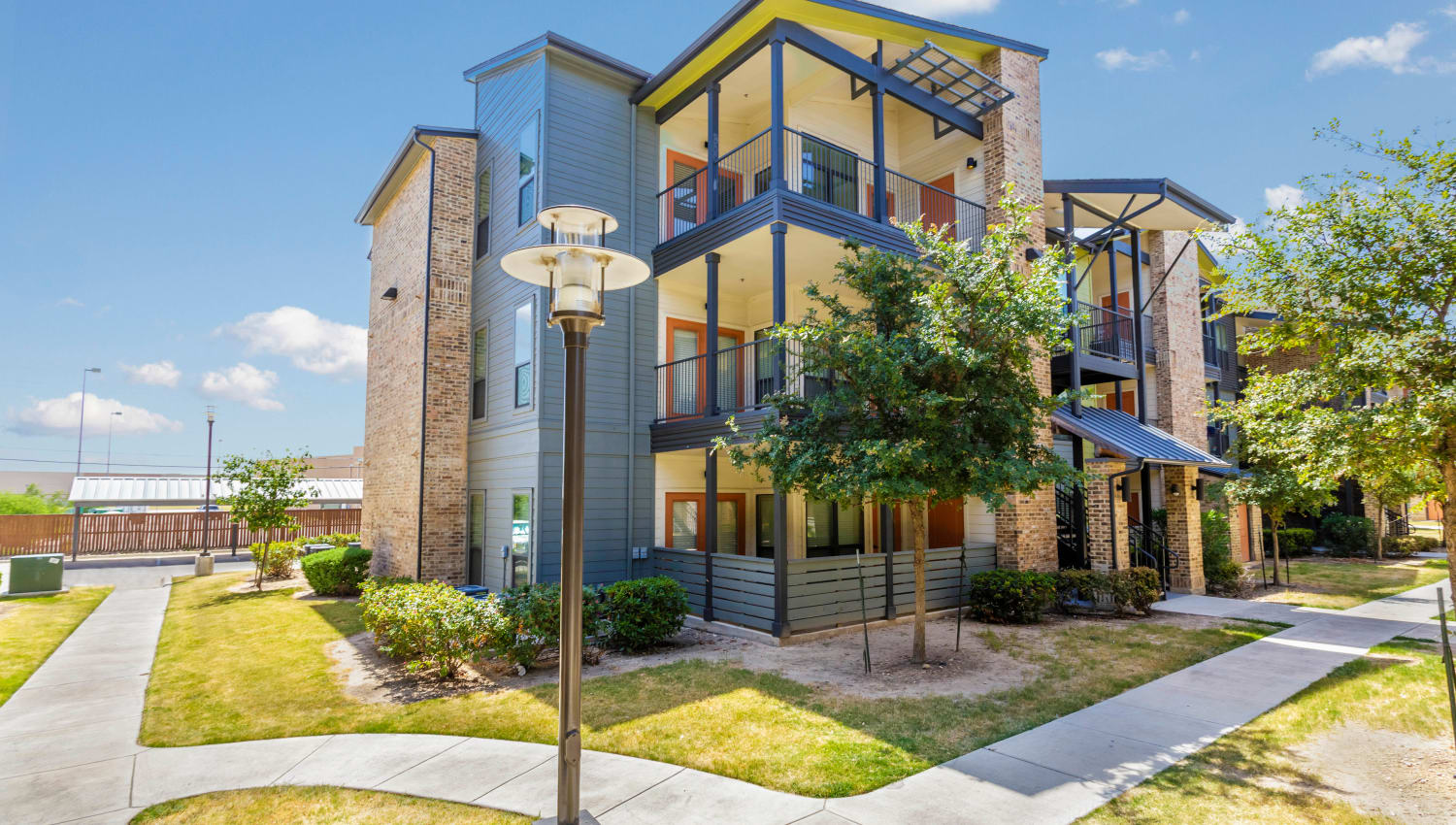 Exterior view of a resident building at Tacara at Westover Hills in San Antonio, Texas