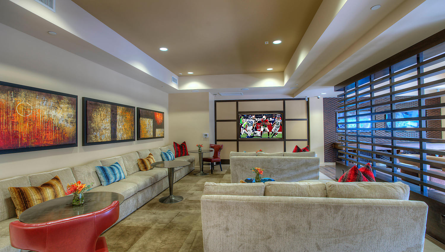 Well-decorated lounge in the resident clubhouse at Vistara at SanTan Village in Gilbert, Arizona
