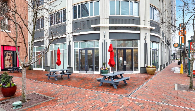 Outdoor patio area at 17th Street Lofts in Atlanta, Georgia