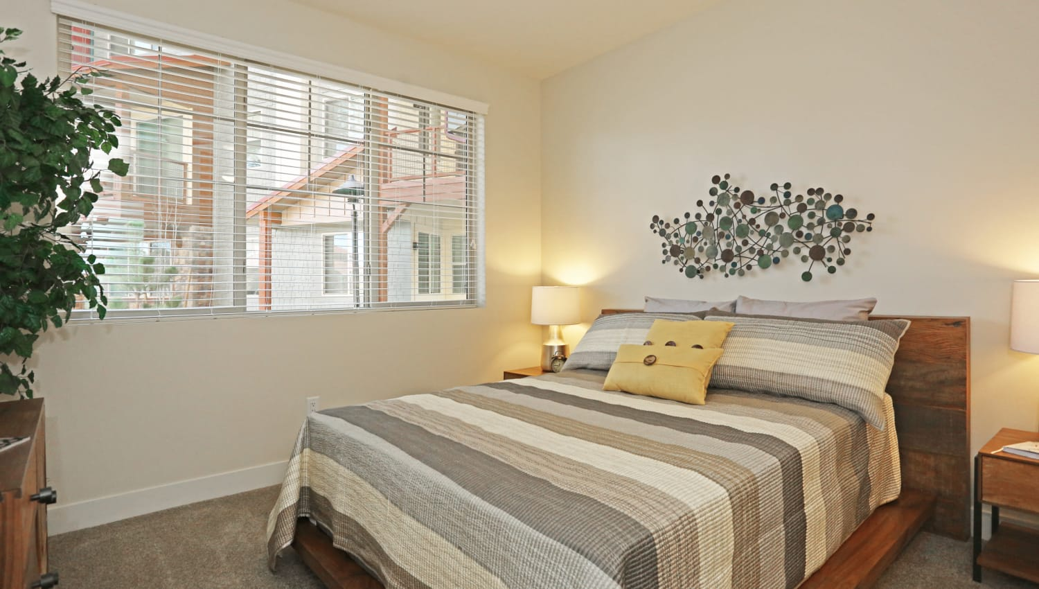 Resident bedroom with wall art at Mountain Trail in Flagstaff, Arizona