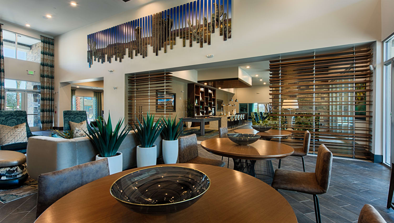 Community dining area at Ocio Plaza Del Rio in Peoria, Arizona