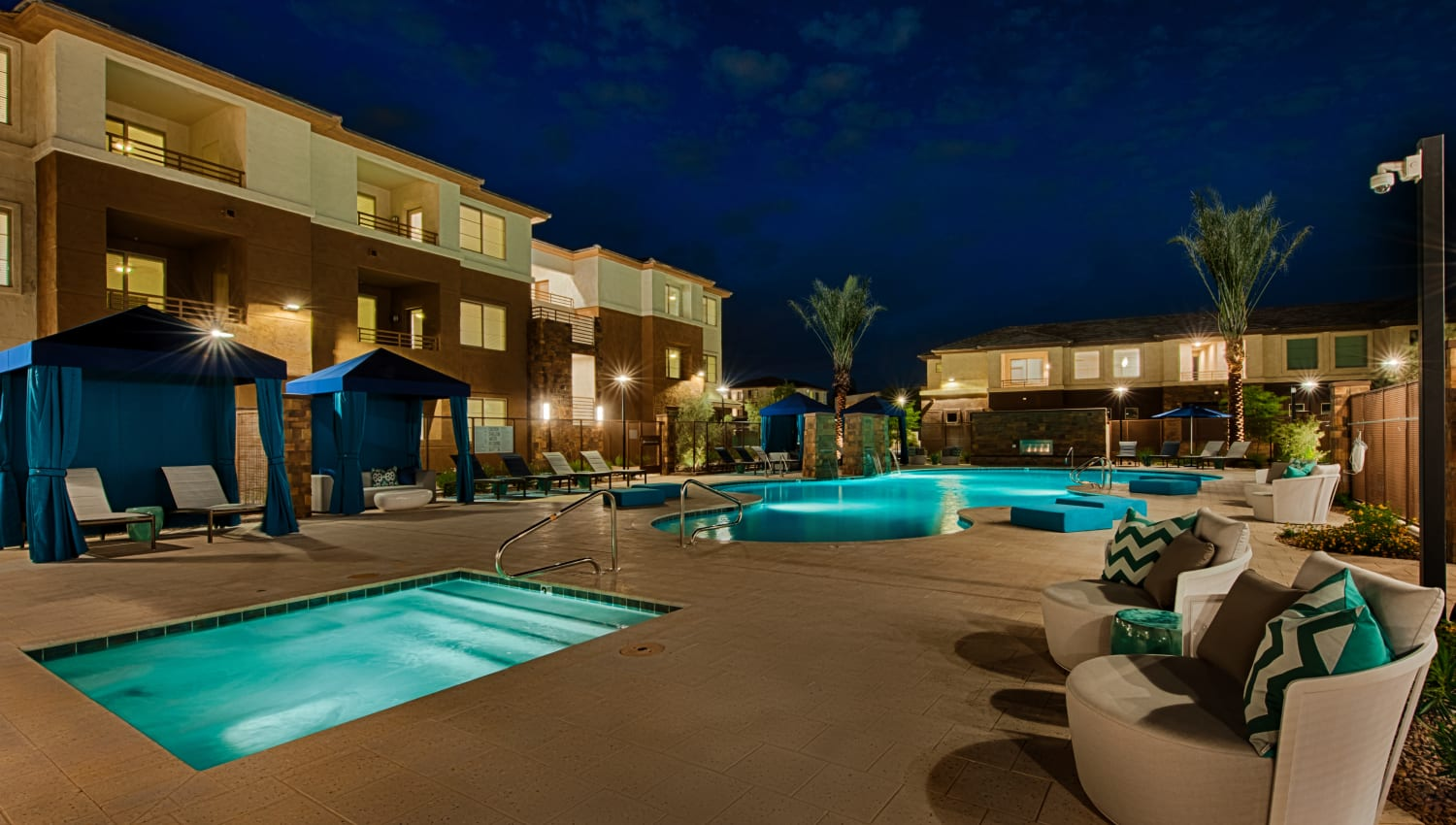 Outdoor spa at Ocio Plaza Del Rio in Peoria, Arizona