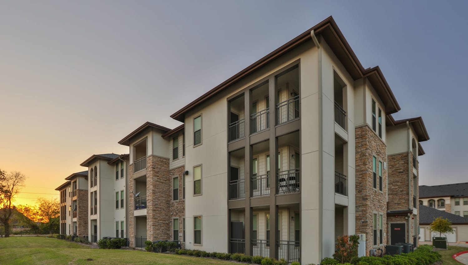 Exterior view of Olympus at Waterside Estates in Richmond, Texas