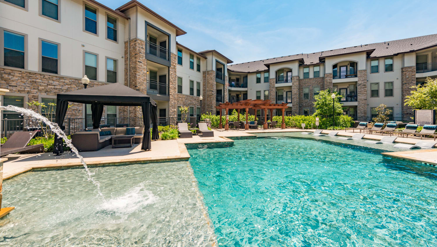 Beautiful swimming pool and fountain at Olympus at Waterside Estates in Richmond, Texas