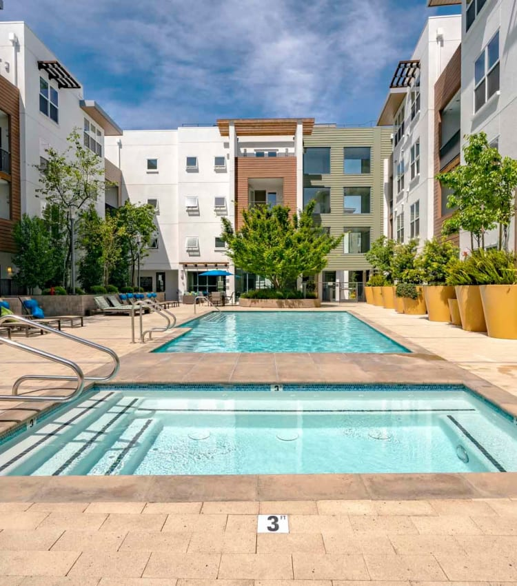 Large pool-side hot tub at Domus on the Boulevard in Mountain View, California