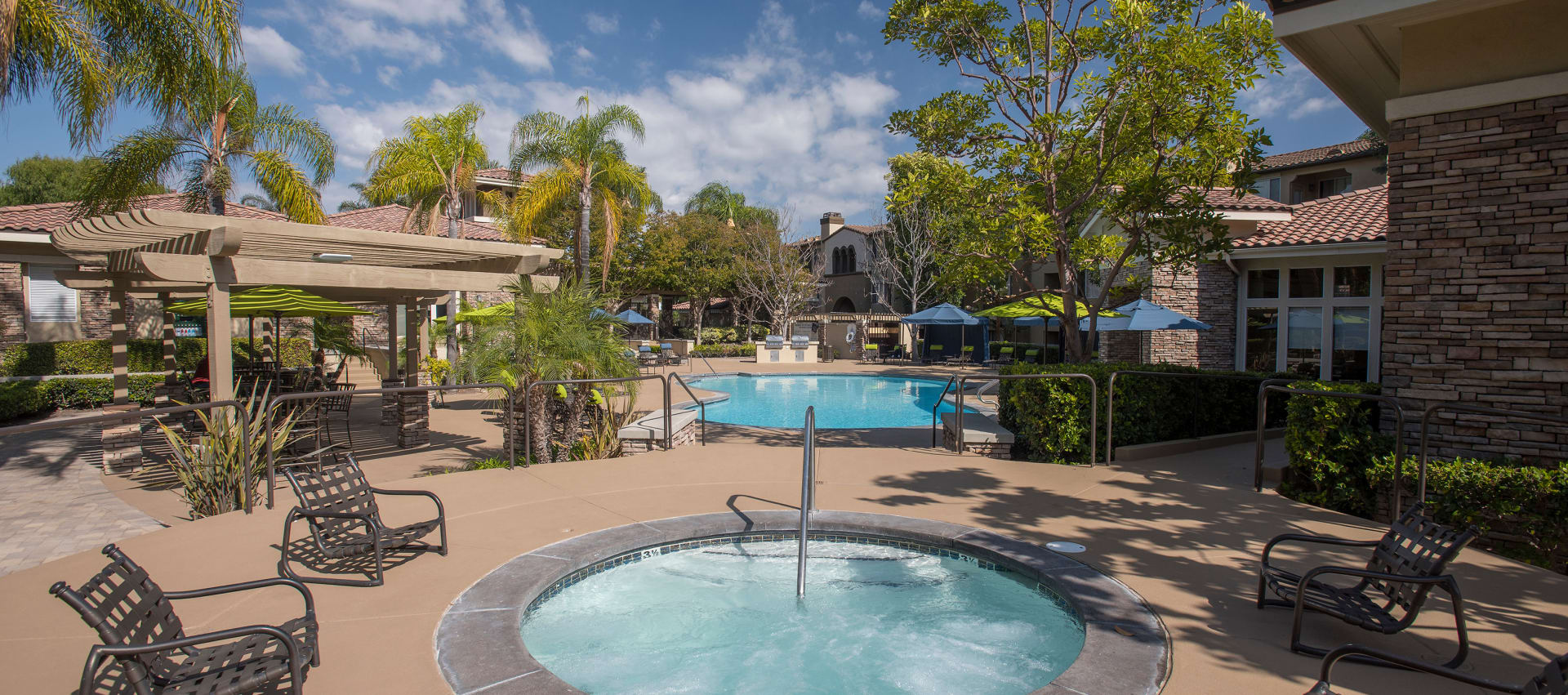 Pool deck and spa at Aliso Veijo Apartments