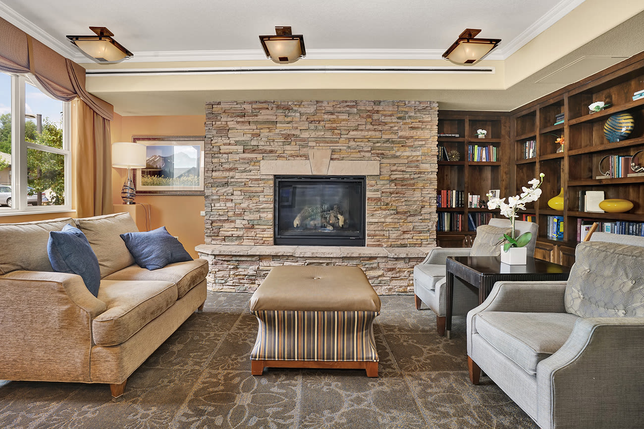 A reading room with ample seating at The Palisades at Broadmoor Park