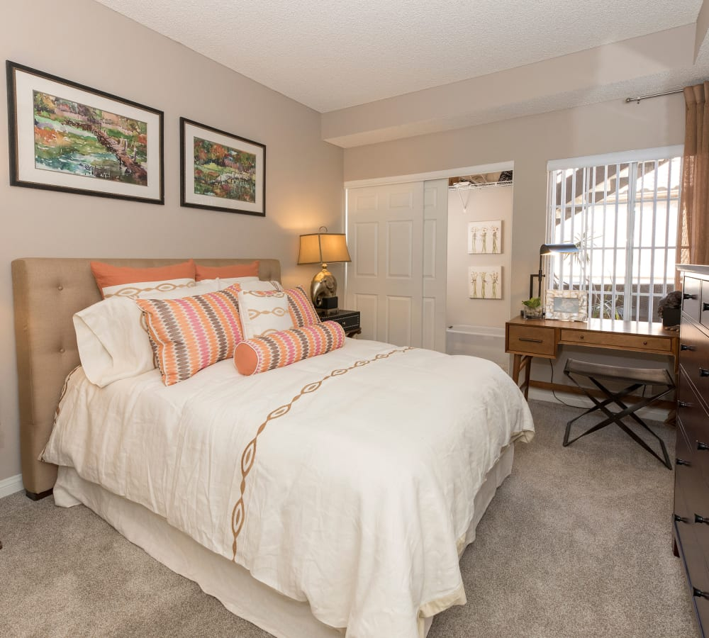 Large main bedroom with plush carpeting at Paloma Summit Condominium Rentals in Foothill Ranch, California