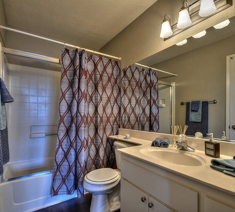 A bathroom with a banjo countertop at Larkspur Woods in Sacramento, California