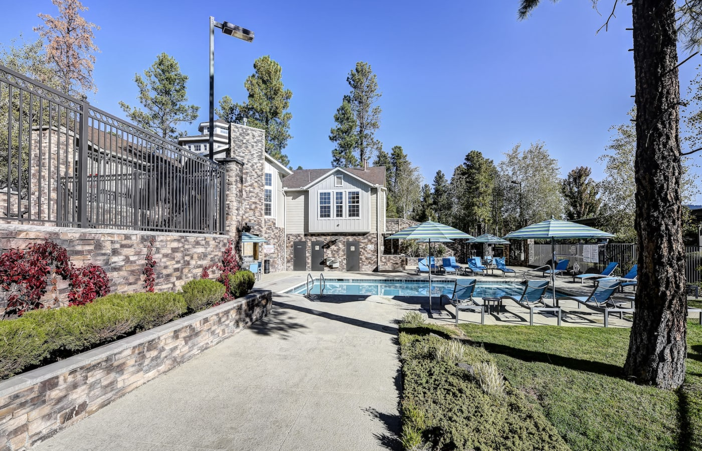 enjoy to pool and outdoor seating at Sterling Pointe in Flagstaff, AZ
