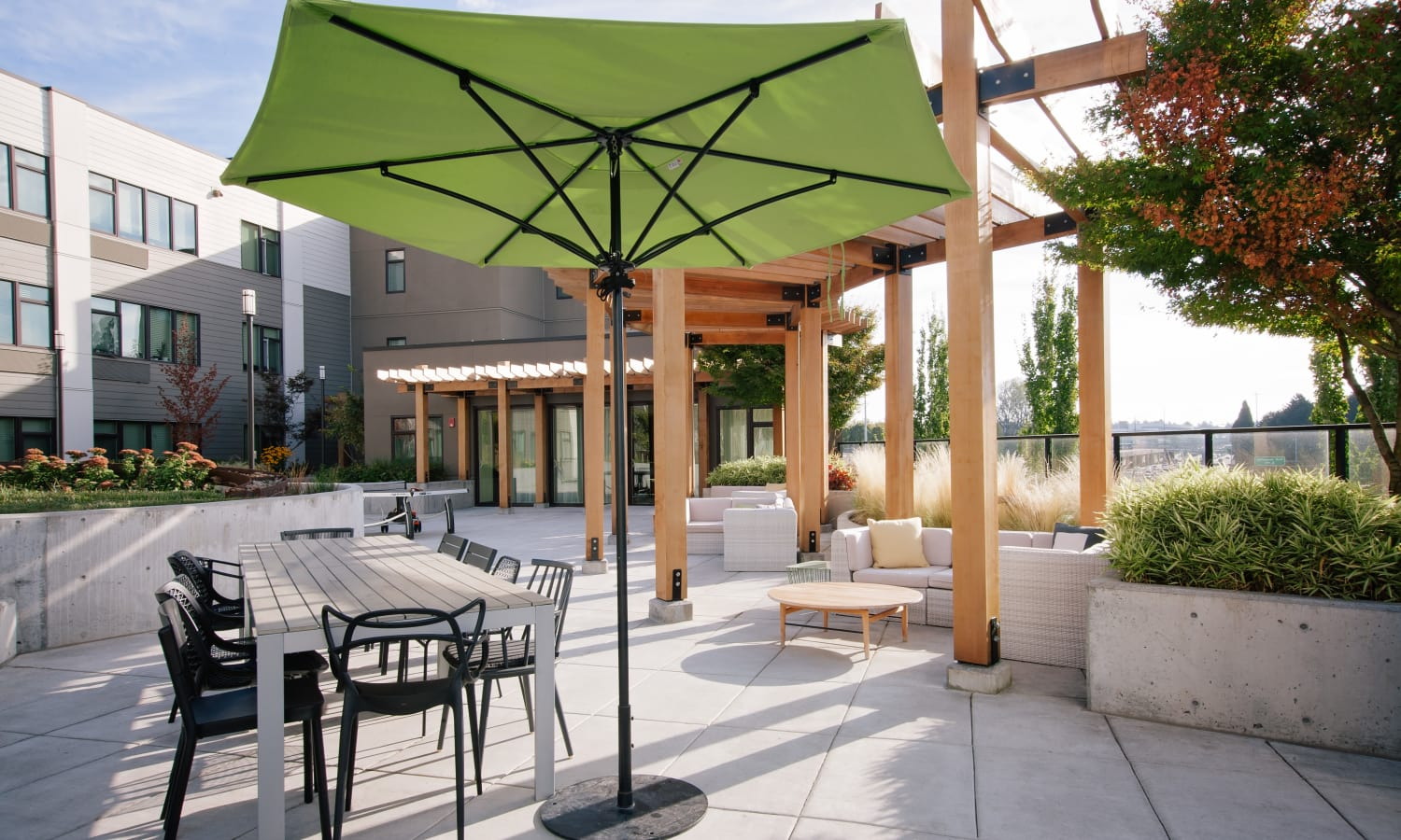Plenty of comfortable outdoor seating options in common areas at Grant Park Village in Portland, OR
