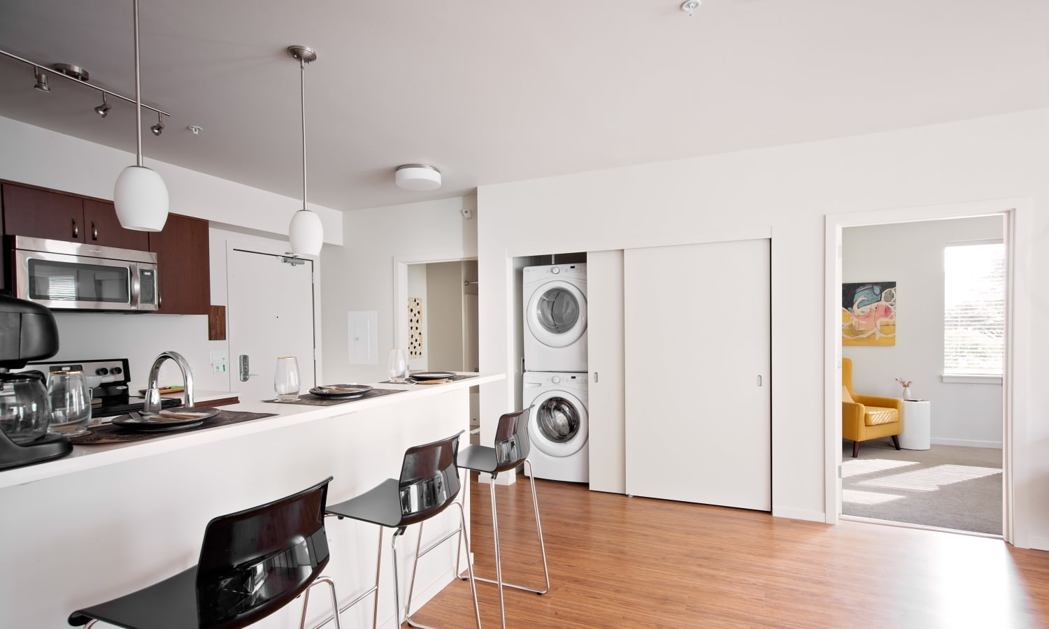 Spacious apartment home at Grant Park Village with hardwood floors and plenty of natural light in Portland, OR
