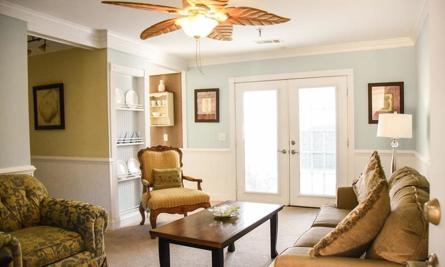 A resident's living room at Sandpiper Senior Living in Mt. Pleasant, South Carolina