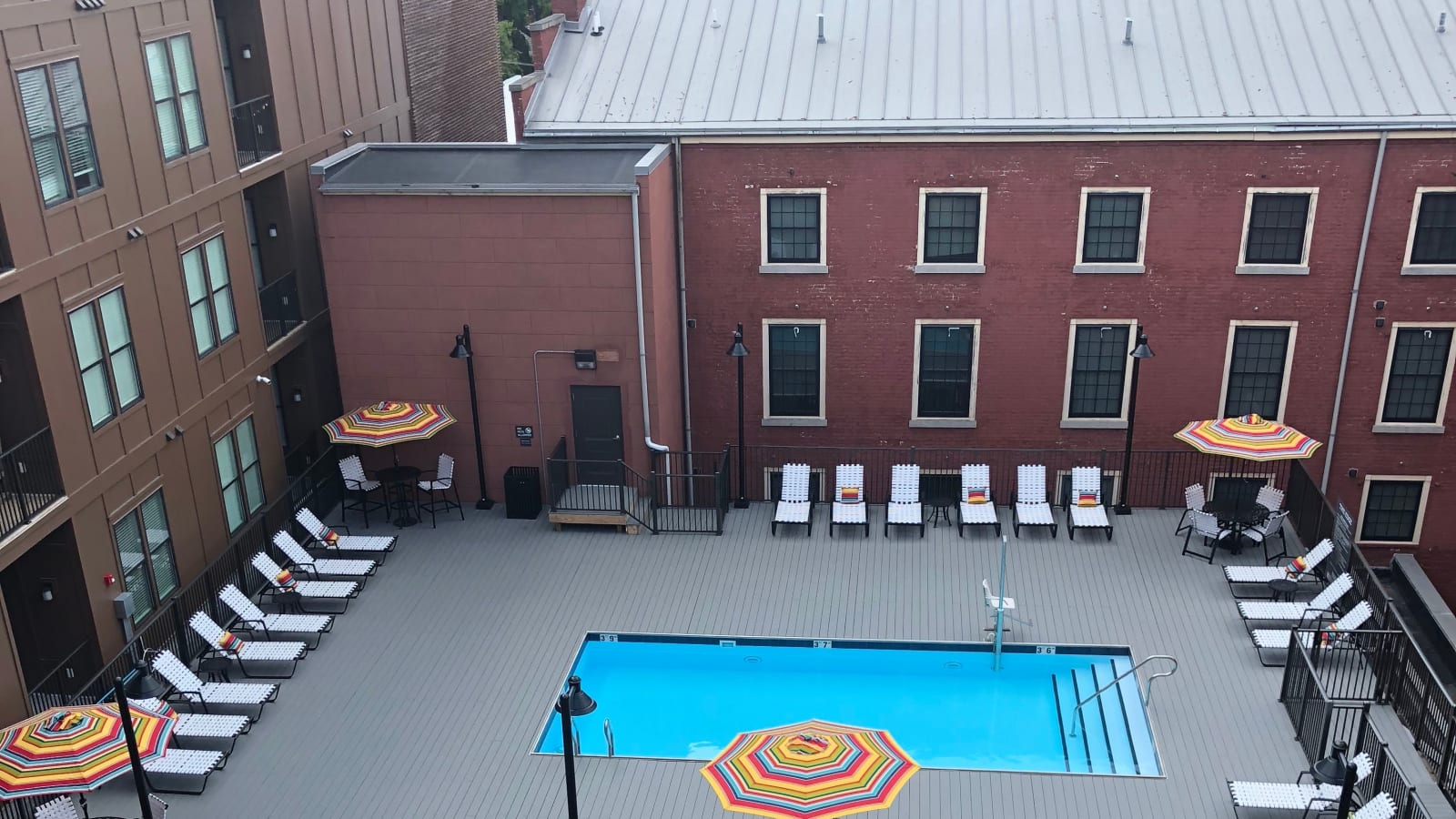 The Edge offers a beautiful swimming pool in Richmond, Virginia