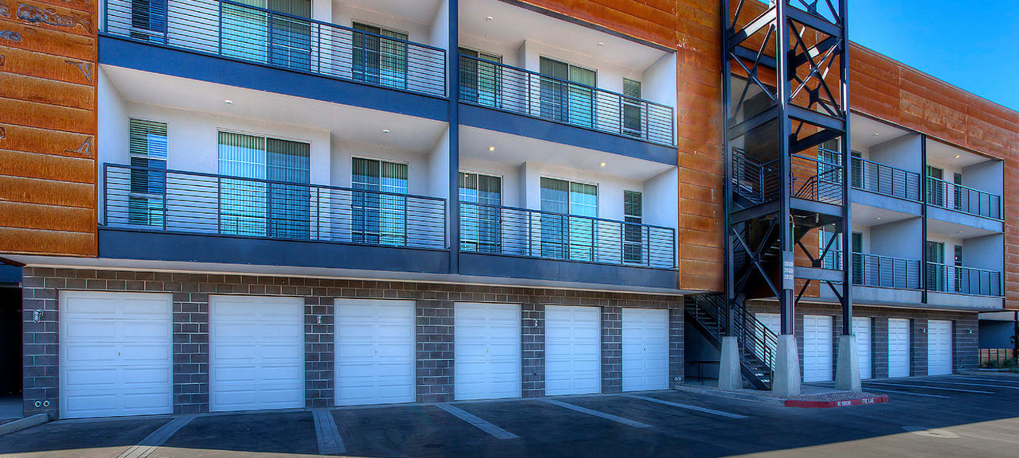 Exterior view of resident building at District Lofts in Gilbert, Arizona