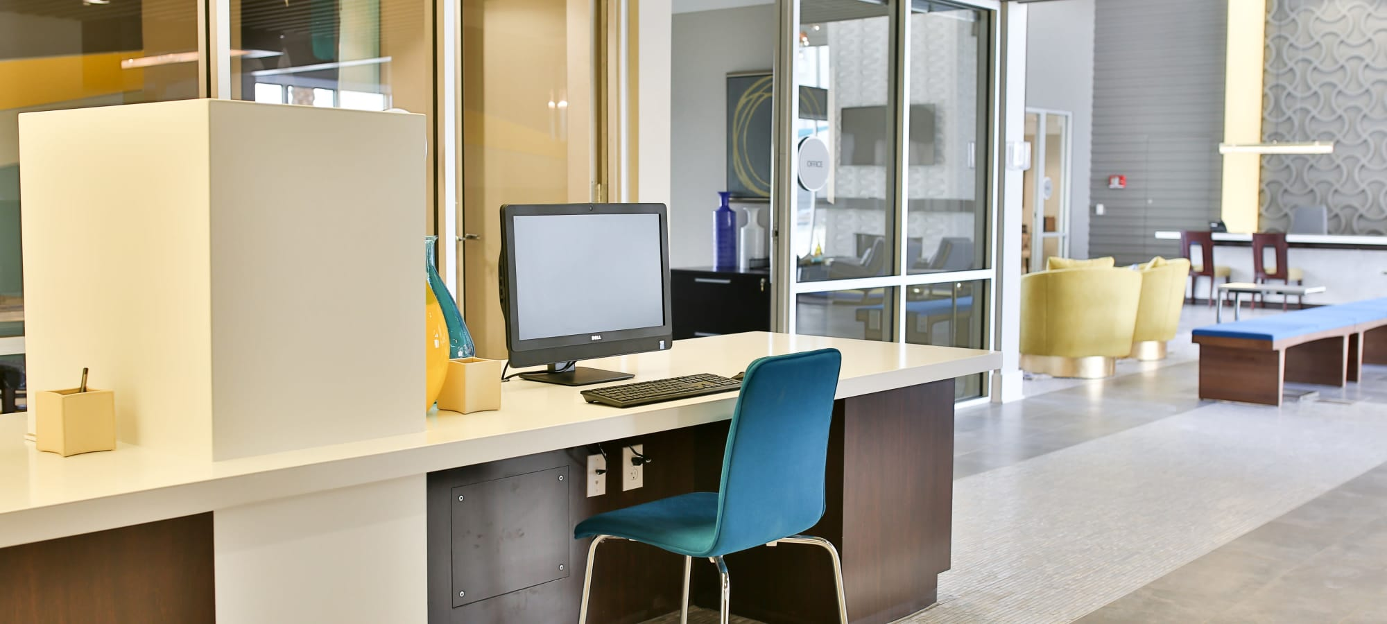 Business center with computers for resident use at Slate Scottsdale in Phoenix, Arizona
